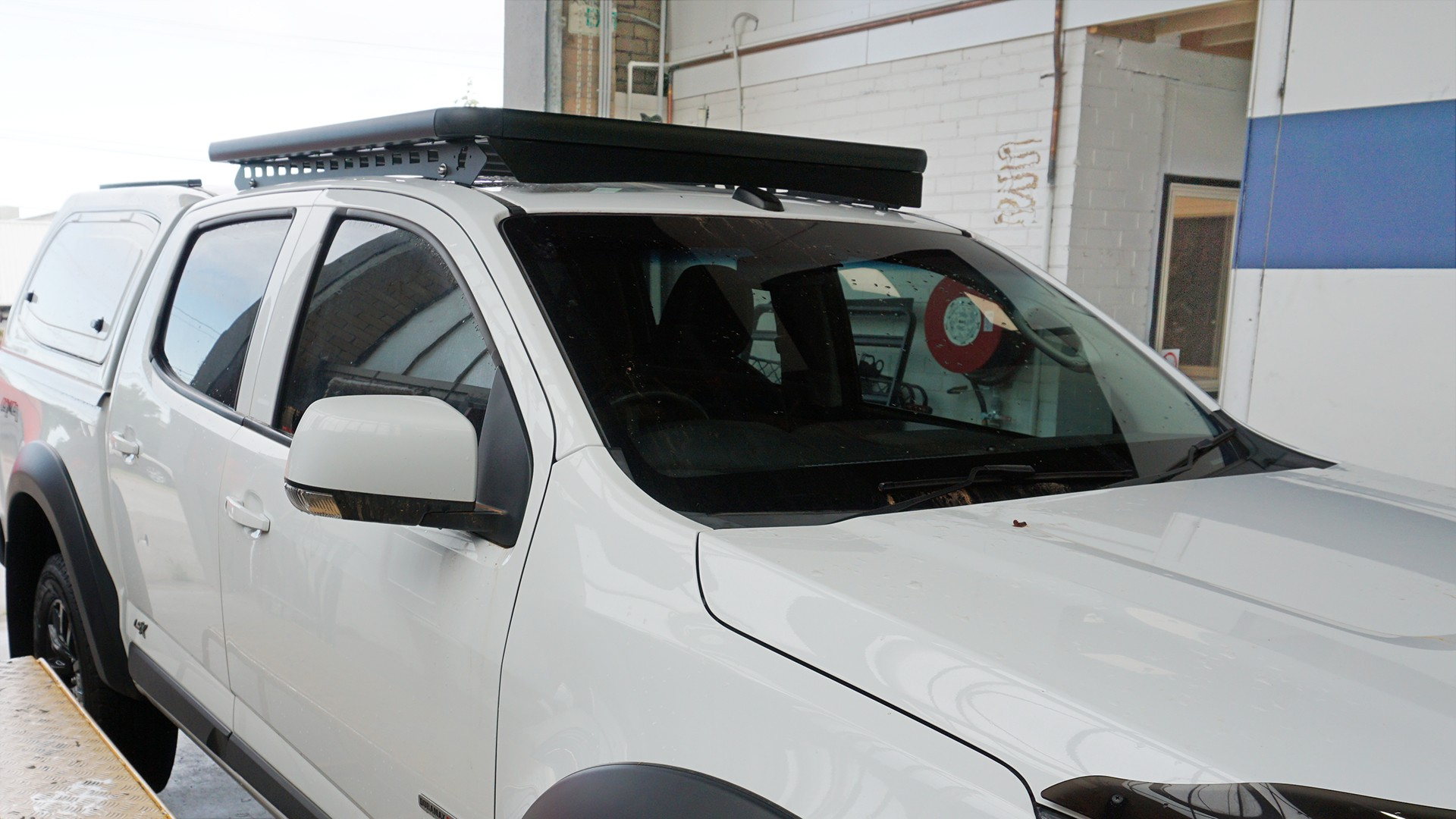 Holden Colorado dual cab ute with a Wedgetail roof rack installed.