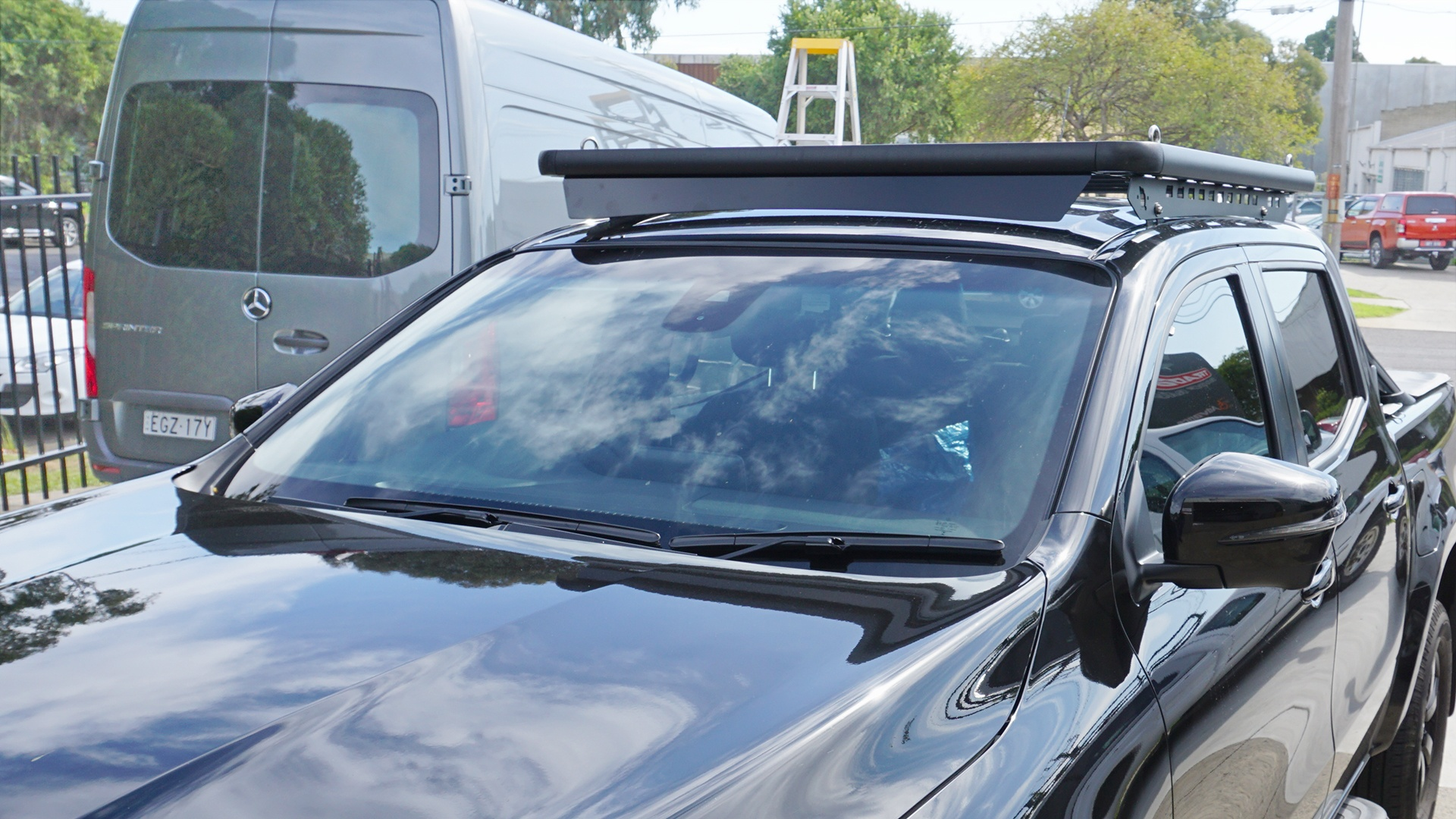 Front view of Navara with a Wedgetail roof rack installed showing the wind deflector.